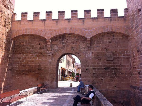alcudia-gate